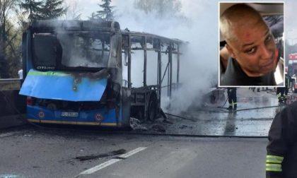 Sequestrò e incendiò un bus con a bordo 51 studenti: condanna ridotta da 24 a 19 anni