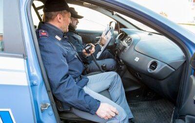Gli suona il cellulare e viene scoperto dalla Polizia: arrestato spacciatore