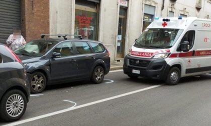 Tamponamento sul Sempione: due auto incastrate, coinvolto un bambino
