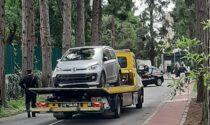 Auto si ribalta in zona cimitero a Rescaldina