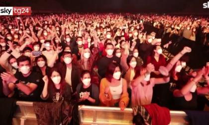 Dopo il maxi concerto-esperimento con 5mila persone a Barcellona, nemmeno un positivo