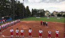 """Il tributo per Musazzi de """"I Legnanesi"""" prima della partita di softball"""