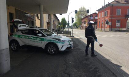 Pregiudicato gira senza patente: fermato dai vigili