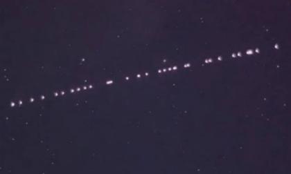 Quelle strane luci nel cielo… Macché alieni, sono i satelliti di Elon Musk
