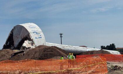 Fine di un'epoca industriale: demolita la torre piezometrica di Novate