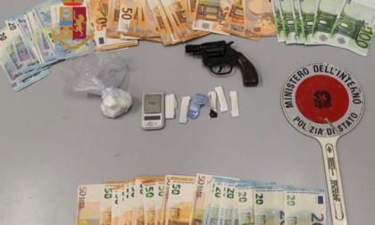 Pistola in camera, droga nelle piante e borseggi tra i clienti del bar