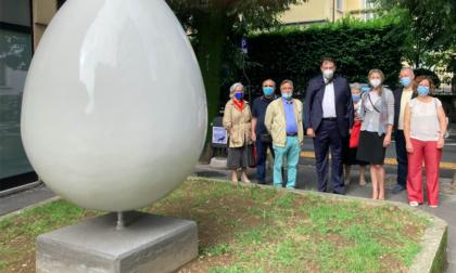 """""""L'Uovo, fecondazione umana"""", la scultura dell'artista rhodense Vito Antonio Guglielmo"""