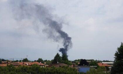 Incendio vicino al depuratore di Olgiate Olona, Vigili del fuoco in azione