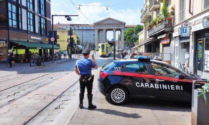 Bottiglie contro i Carabinieri, intervenuti dopo una rissa
