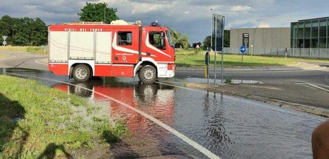 casorezzo acqua fuoriesce dal canale villoresi vigili del fuoco volontari inveruno