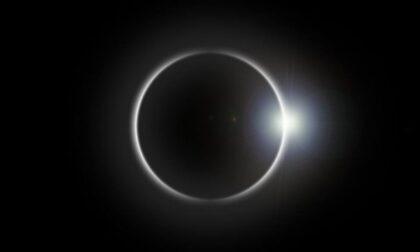 """Occhi (protetti) al cielo per la """"mini eclissi"""""""