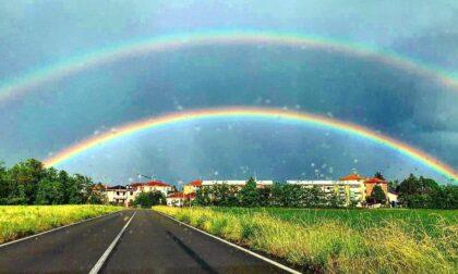 Doppio arcobaleno nel cielo di Legnano: la natura dà spettacolo