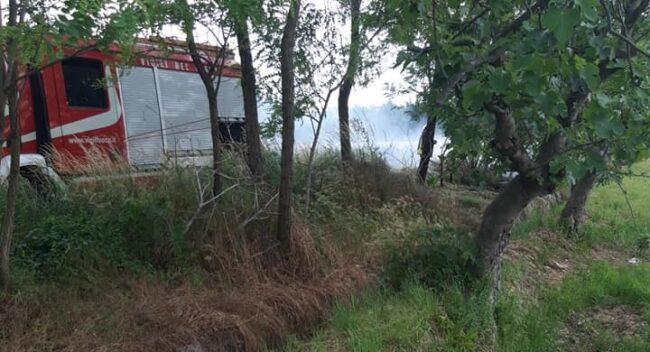 cuggiono incendio sterpaglie via cimitero vigili del fuoco volontari inveruno