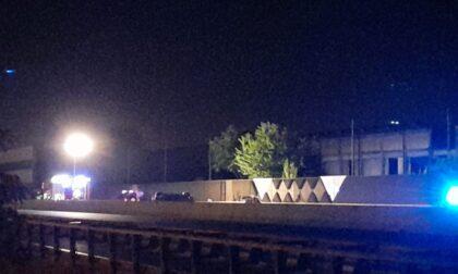 Rocambolesco incidente sulla A8: 22enne morto sul colpo