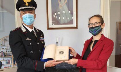 I Carabinieri restituiscono al Consolato Generale Britannico di Milano un libro storico trafugato dalla Edinburgh Central Library