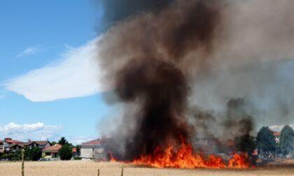 Campo a fuoco: nube nera nel cielo di Villa Cortese