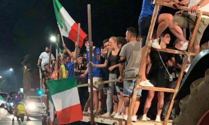 Canti, bandiere e fuochi d'artificio: foto e video della festa per la vittoria dell'Italia agli Europei