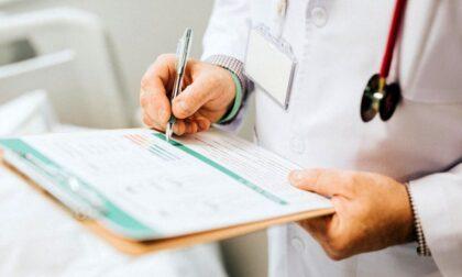 Medici no vax: scattano le prime sanzioni