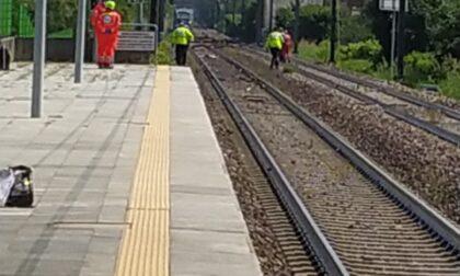 Tragedia sui binari: travolto e ucciso da un treno