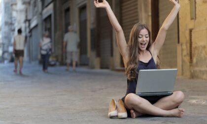 Giganti mondiali della comunicazione e degli incontri nel Web: Facebook, Tinder, Omegle