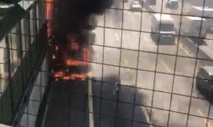 Veicolo in fiamme lungo l'autostrada A4