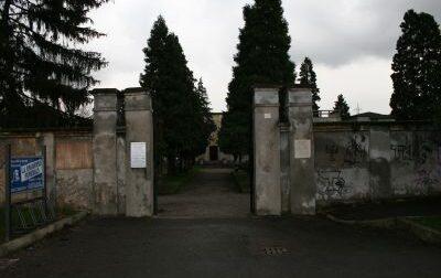 Pensionati aggrediti  davanti all'ingresso del cimitero