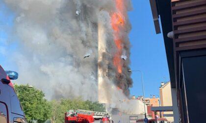 Incendio nel palazzo, al lavoro anche i Vigili del Fuoco volontari di Inveruno