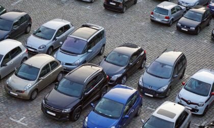 Parcheggi gratuiti, sospensione della sosta a disco orario e del divieto di sosta per lo spazzamento delle strade