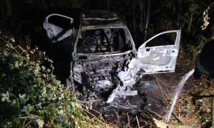 Auto fuori strada: cittadino eroe salva i giovani dall'incendio