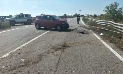 Incidente tra due auto su una strada provinciale