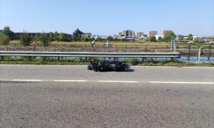 Incidente tra una moto ed un'auto: un uomo ferito