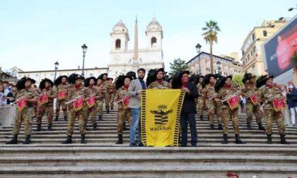 La fanfara dei Bersaglieri emoziona piazza di Spagna