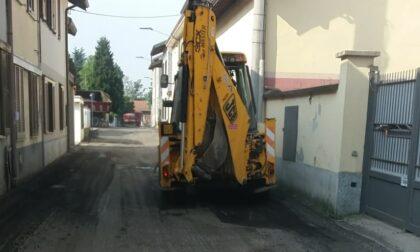 Rotti tutti i finestrini dei mezzi per la asfaltature e rubata la lattoneria