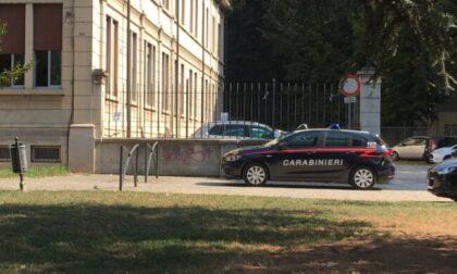 """Maestre """"no vax"""" lasciate fuori da scuola chiamano i Carabinieri"""