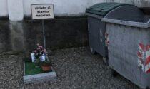 Cartello di divieto di scarico vicino alla tomba di un bimbo, è polemica