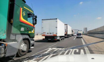 Camion in panne: autostrada bloccata nel traffico