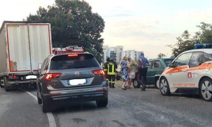 Esce di strada con l'auto, paura per un uomo di 45 anni
