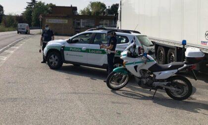In moto senza patente finisce nei guai