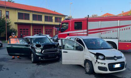 Incidente tra due auto: tre persone coinvolte