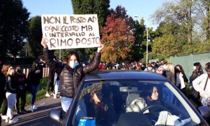 """Studenti in protesta: """"Niente intervallo e difficoltà a tornare a casa"""""""