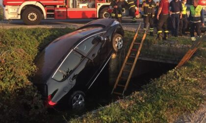 Incidente sulla Circonvallazione: dopo lo schianto un'auto finisce nel fosso