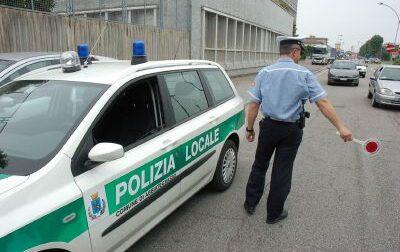 Moto e auto rubate, le ritrovano gli agenti della Polizia locale